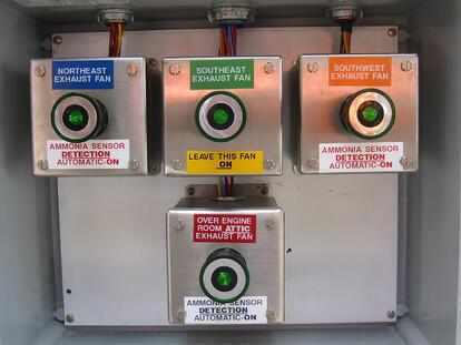 Machine room exhaust fan status indication